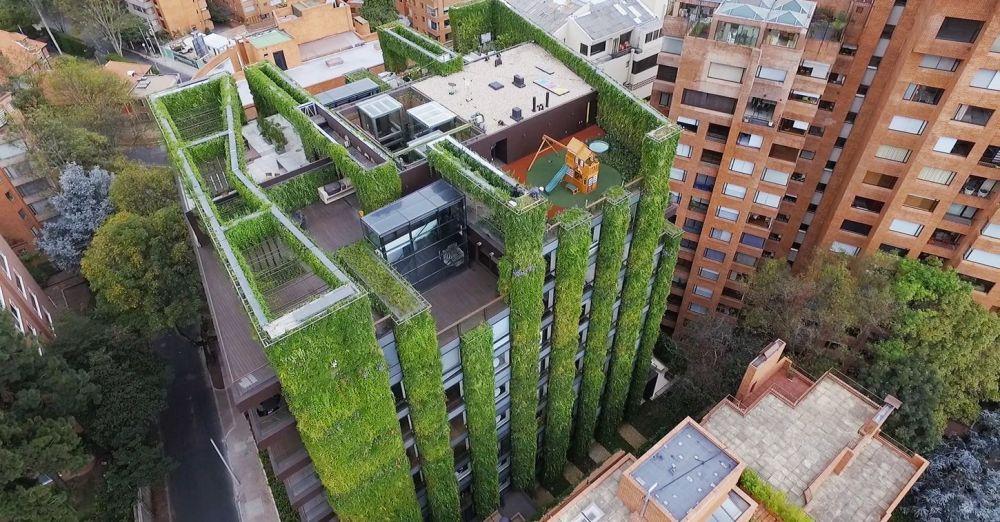 An diesem Gebäude in Kolumbien wachsen über 150,000 Pflanzen (Video)