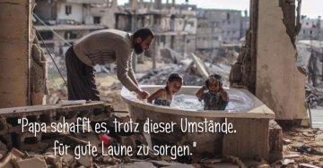 Papa sorgt für gute Laune in der Badewanne (Kriegsgebiet) | Quelle: https://www.facebook.com/photo.php?fbid=10208809426747020&set=a.4116957536295.155071.1653952582&type=3&theater