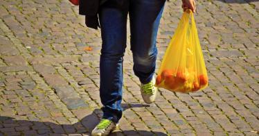 Gebühren und Verbote helfen: 2 Milliarden weniger Plastiktüten in Deutschland