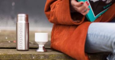 Dopper fördert Trinkwasserprojekte durch den Verkauf von klimaneutral hergestellten Wasserflaschen