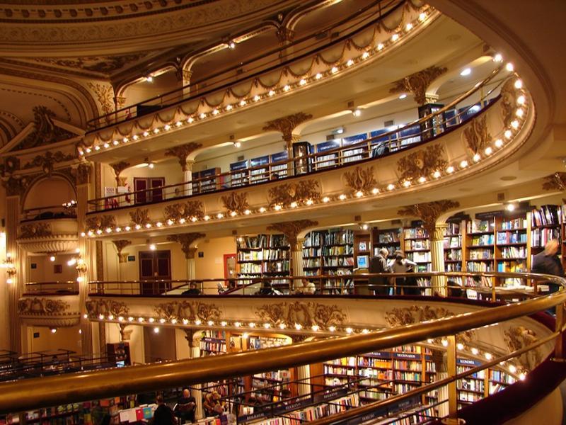 Buenso Aires Buchhandlung im Theater El Ateneo Grand Splendid | Quelle: https://www.flickr.com/photos/violinha/4800189201/