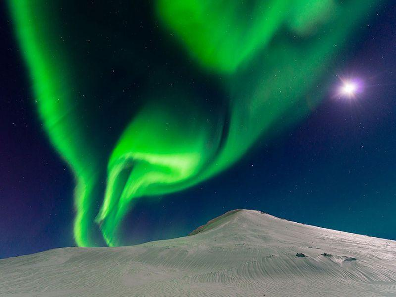 Quelle: http://photography.nationalgeographic.com/photography/photos/pod-best-of-2015#/man-ocean-phytoplankton_91111_600x450.jpg
