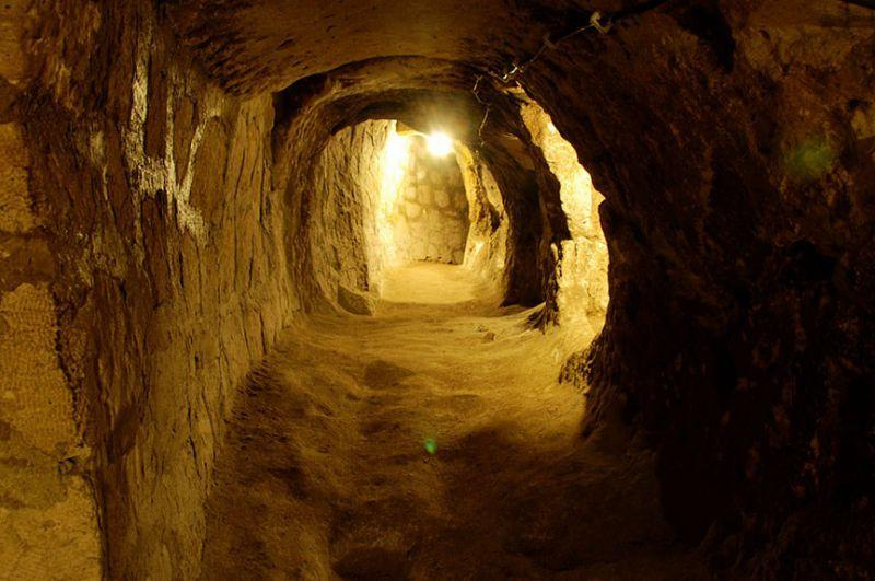 Quelle: http://sometimes-interesting.com/2014/05/09/derinkuyu-the-underground-cities-of-cappadocia/