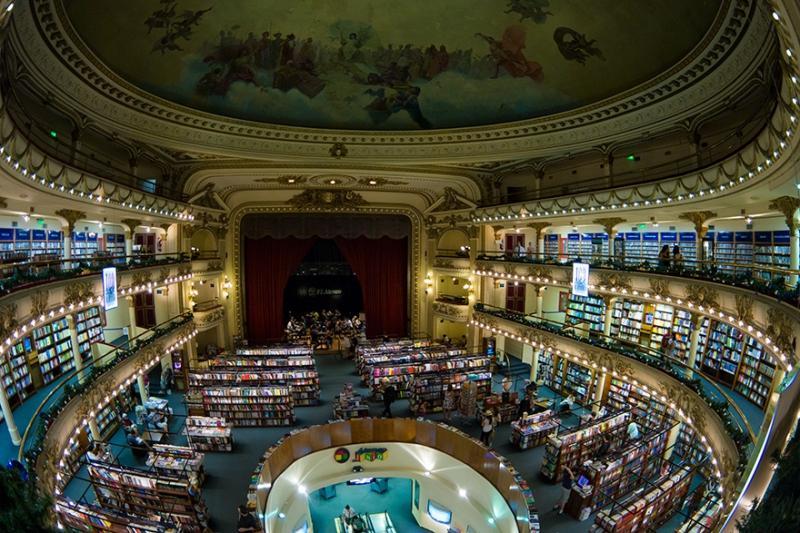 Buenso Aires Buchhandlung im Theater El Ateneo Grand Splendid | Quelle: https://commons.wikimedia.org/wiki/File:El_Ateneo_Grand_Splendid_bookstore_-_Buenos_Aires,_Argentina_-_5_Jan._2015.jpg