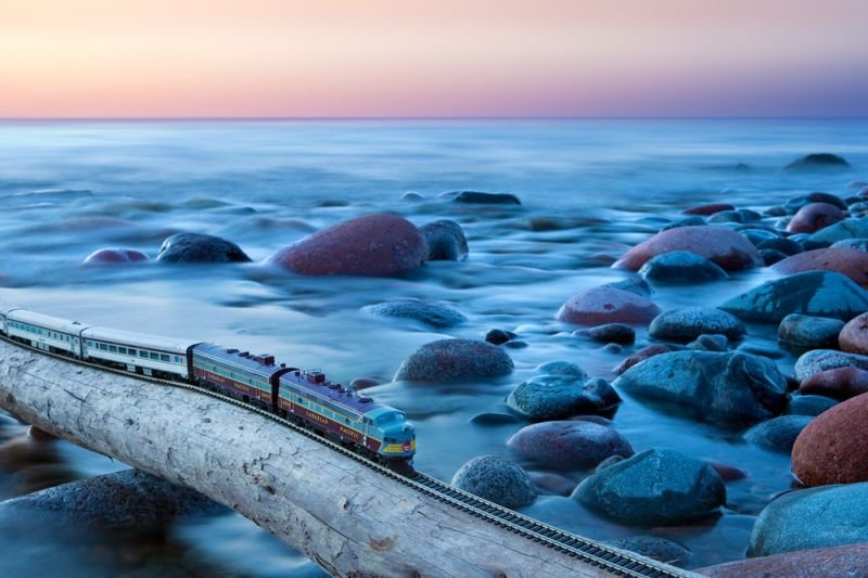 Quelle: http://www.jeff-friesen.com/#/canadian-ghost-train-crossing-canada-jeff-friesen-photography/