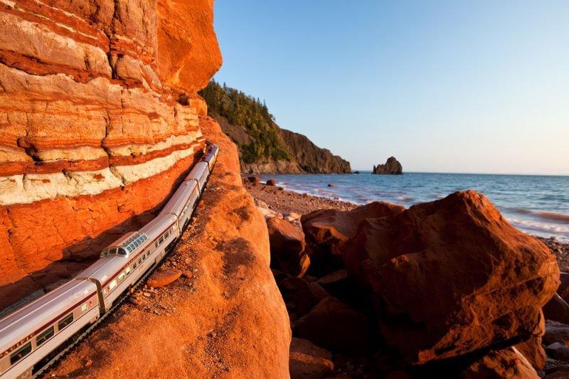 Quelle: http://www.jeff-friesen.com/#/canadian-ghost-train-crossing-canada-jeff-friesen-photography/