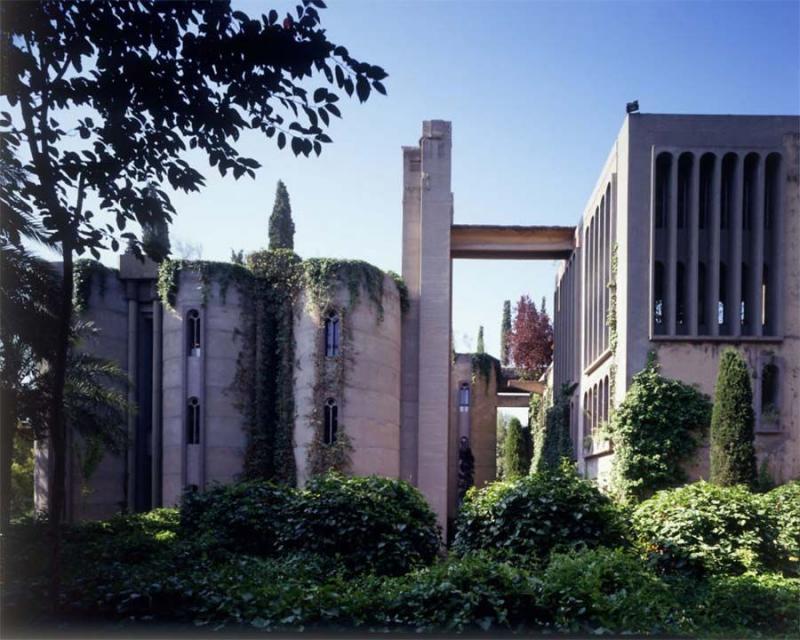 Alte Fabrik in Villa verwandelt - Architekt schafft aus der Ruine einer Zementfabrik ein Schloss