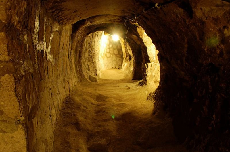 Quelle: http://sometimes-interesting.com/2014/05/09/derinkuyu-the-underground-cities-of-cappadocia/