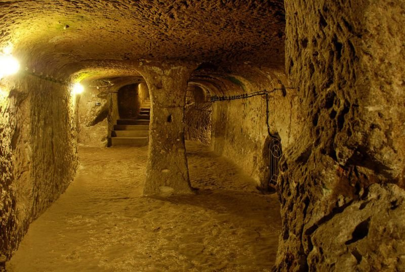 Quelle: http://sometimes-interesting.com/2014/05/09/derinkuyu-the-underground-cities-of-cappadocia