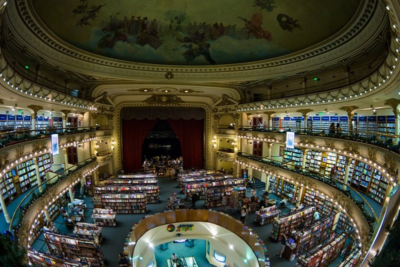 Buenso Aires Buchhandlung im Theater El Ateneo Grand Splendid | Quelle: https://commons.wikimedia.org/wiki/File:El_Ateneo_Grand_Splendid_bookstore_-_Buenos_Aires,_Argentina_-_5_Jan._2015.jpg