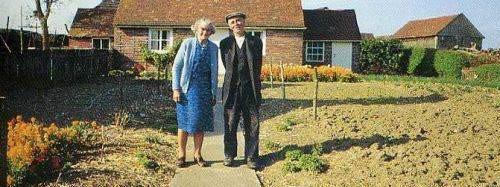 Altes Ehepaar macht jedes Jahr das selbe Bild