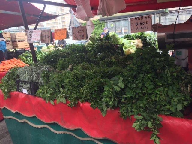Italien verschenkt überschüssige Ware an Bedürftige